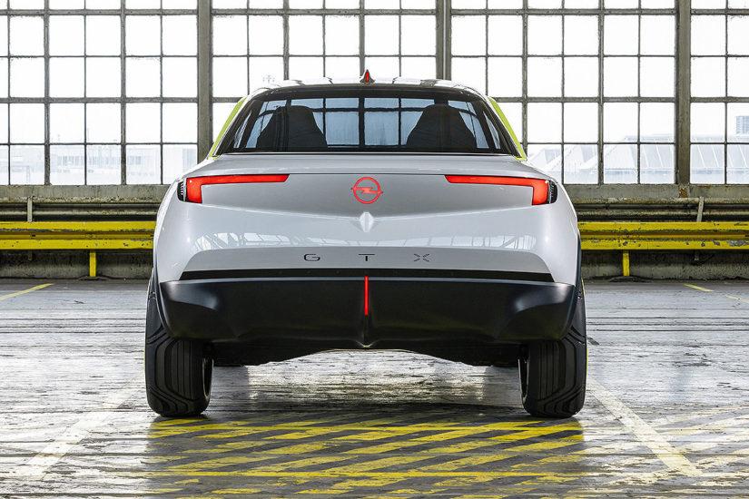 Опель представил новый концептуальный автомобиль GTXExperimental