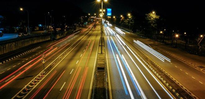 На украинских трассах появится светоотражающая разметка - Фото