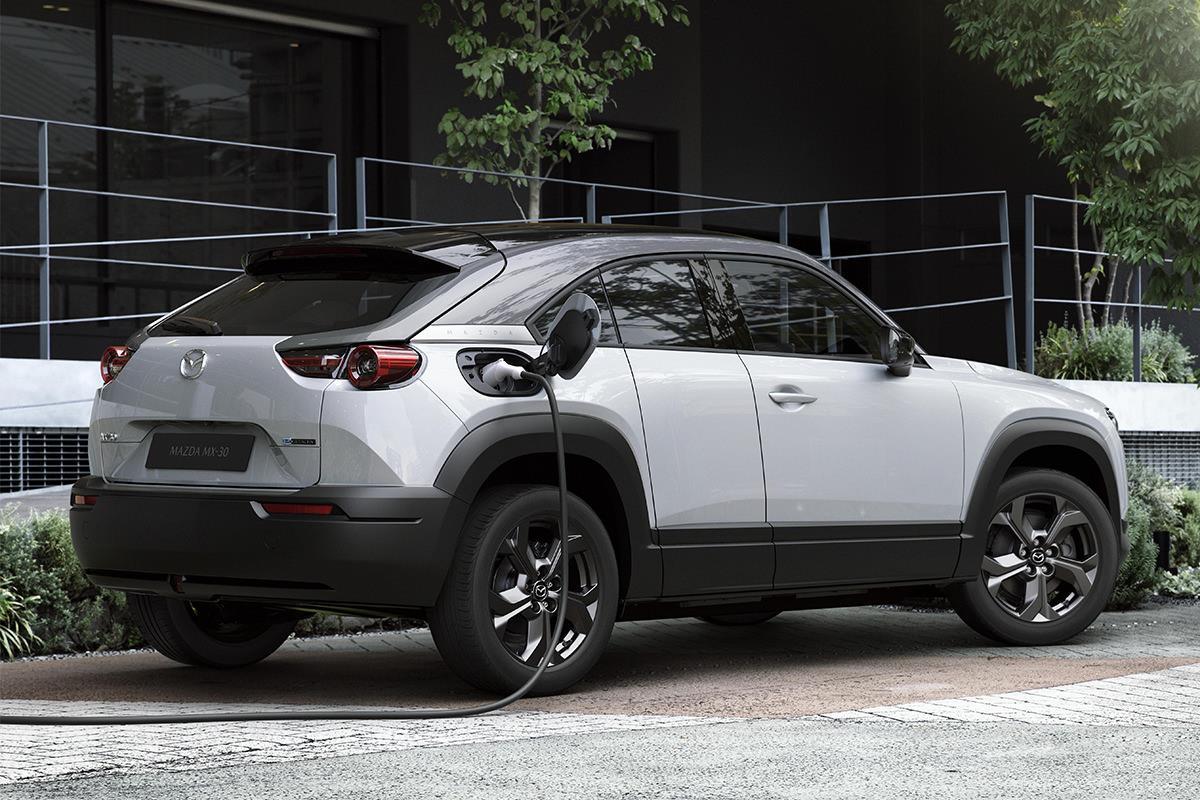 Mazda представила свой первый электромобиль 02