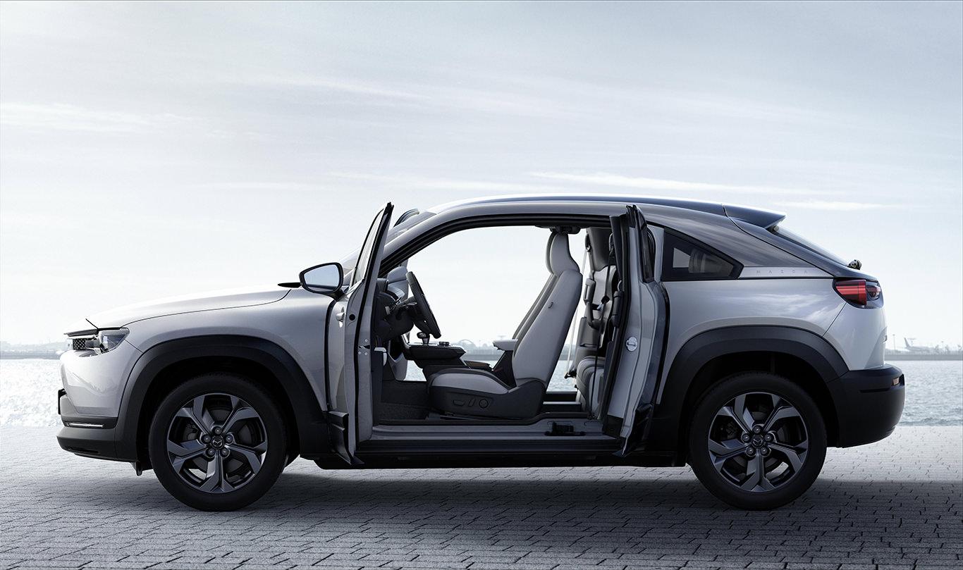 Mazda представила свой первый электромобиль 05