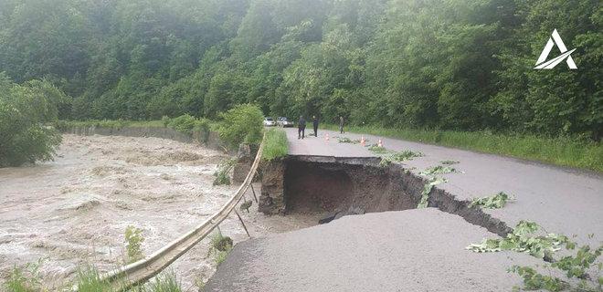 Стихия на Прикарпатье уничтожила 110 км автодорог и 90 мостов - Укравтодор - Фото