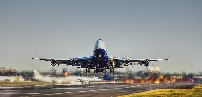 COVID-19. Румыния приостановила авиасообщение с Украиной  - Фото