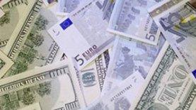 """Банкам запретили """"играть"""" с курсами валют"""