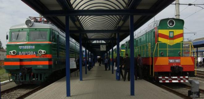 УЗ прокомментировала инцидент с электричкой Львов-Мукачево - Фото