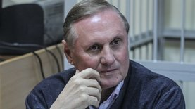 Суд продлил арест Ефремову