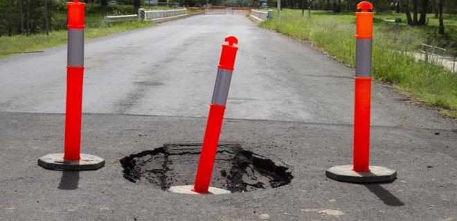 Украинские дороги признаны одними из худших в мире - Фото