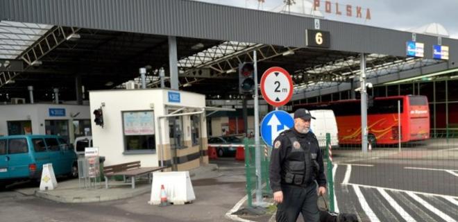 Польша начинает менять правила трудоустройства иностранцев - Фото
