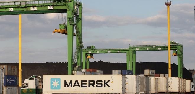 Maersk не будет перевозить грузы для санкционных компаний из РФ - Фото