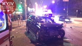 ДТП в Киеве: разбиты пять авто, двое пострадавших - фото, видео