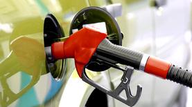 Крупные сети АЗС снова повысили цены на бензин и дизтопливо