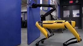 Робособаки Boston Dynamics сбежали с запертого склада: видео