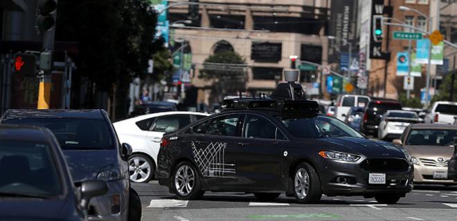 Uber прекратил испытания беспилотных авто из-за смерти пешехода  - Фото