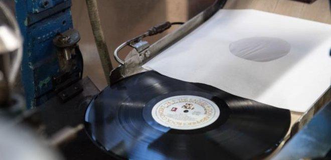 Продажи виниловых пластинок в США принесли больше дохода, чем CD - Фото