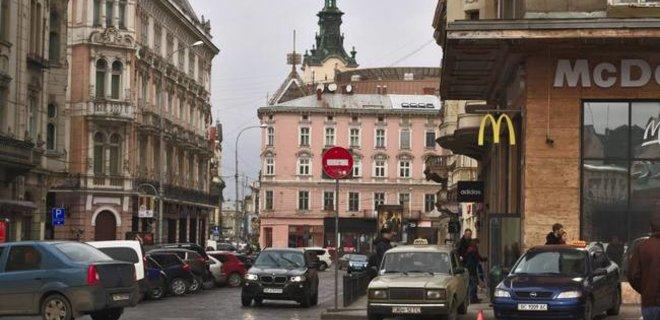В украинском МакДональдз появятся официанты - Фото