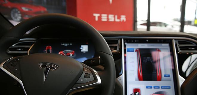 Tesla отзывает 123 тыс. автомобилей Model S - Фото