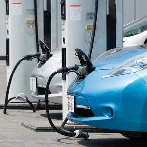 Как автодилеры препятствуют продажам электромобилей