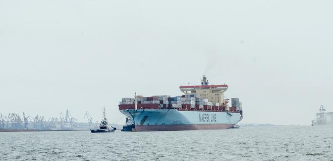В порт Южный зашел самый крупный контейнеровоз в истории гавани - Фото