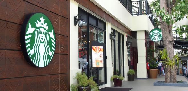Starbucks на день закроет тысячи кофеен в США - Фото