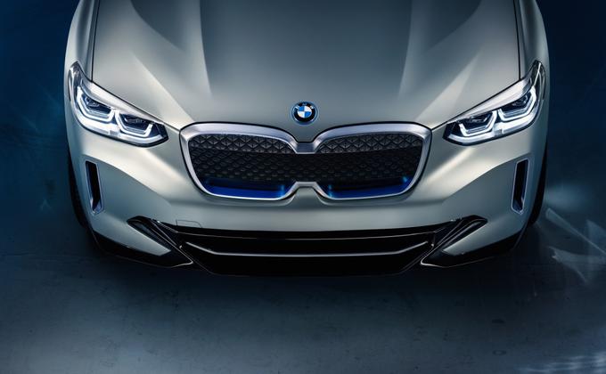 BMW официально представила электрический внедорожник iX3: фото