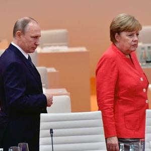 Меркель о Северном потоке-2: Нужно подумать об Украине