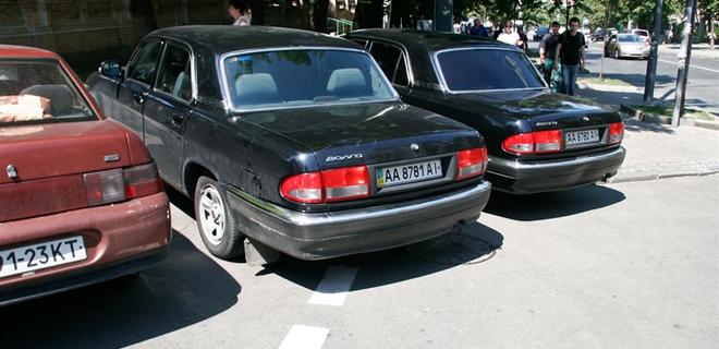Парковки на тротуарах запретят - Фото