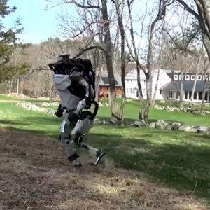 Boston Dynamics научила своего человекоподобного робота бегать