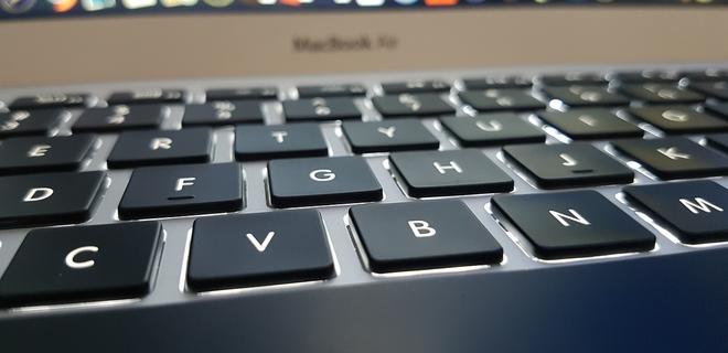 Против Apple подали групповой иск из-за проблем с клавиатурой - Фото