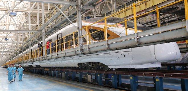 В Китае запустят самый длинный скоростной поезд в мире - Фото
